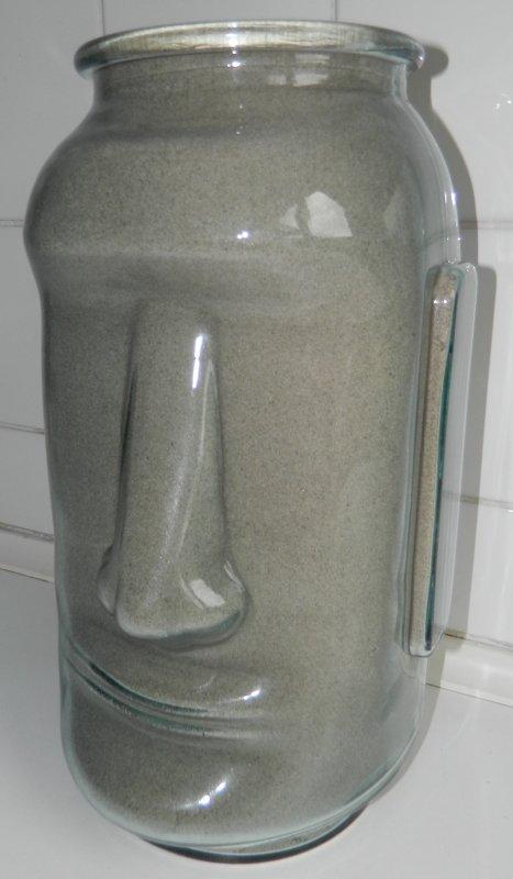 vase-moai rempli de sable