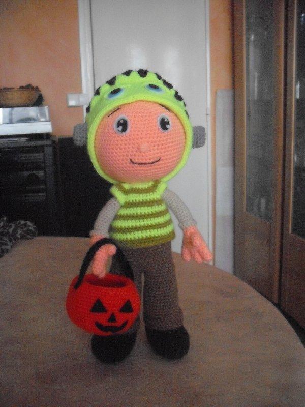 Petit garçon déguisé pour halloween