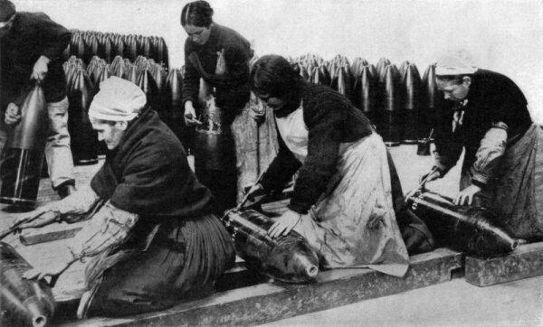La première guerre mondiale : L'action des femmes (1917)