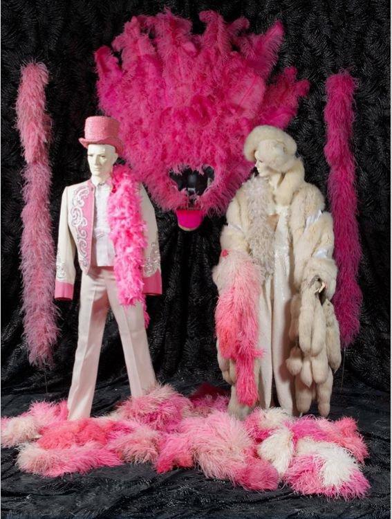 Folies bergère : Une robe French Cancan pour 500 euros maxi...