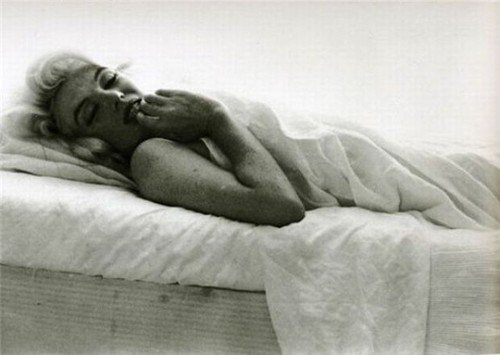 Marilyn Monroe ... Bonne nuit et doux rêves ...