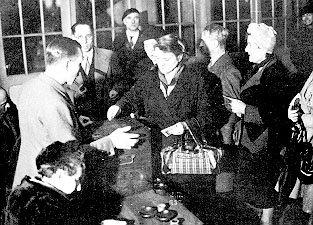 Les femmes votent pour la première fois en France (1945)