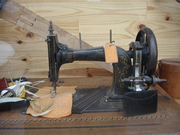 Machine à coudre : Invention