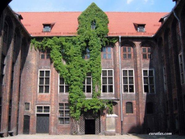 Pologne : Toruń, la cour intérieure du musée d'histoire