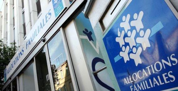 Annonce d'une baisse des allocations famille pour les 15% de Français les plus aisés