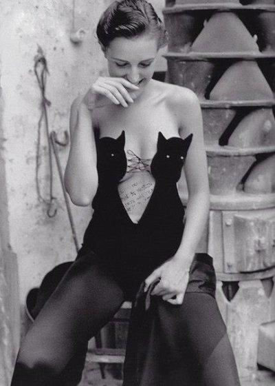 La femme est belle ...