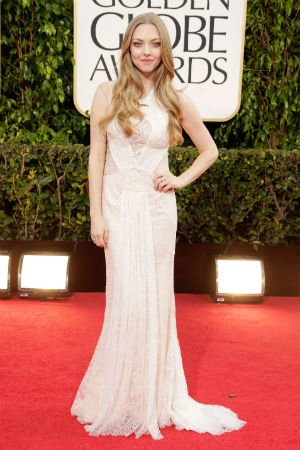 Amanda Seyfried en robe dentelle de Givenchy Haute Couture by Riccardo Tisci