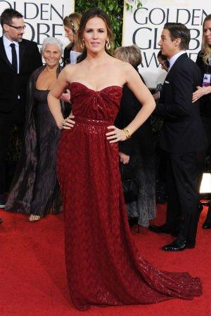Jennifer Garner en robe bustier bordeaux