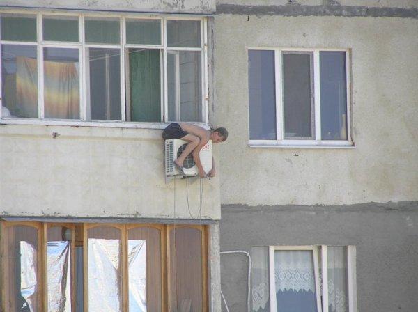 Russie : Installation rocambolesque d'une climatisation