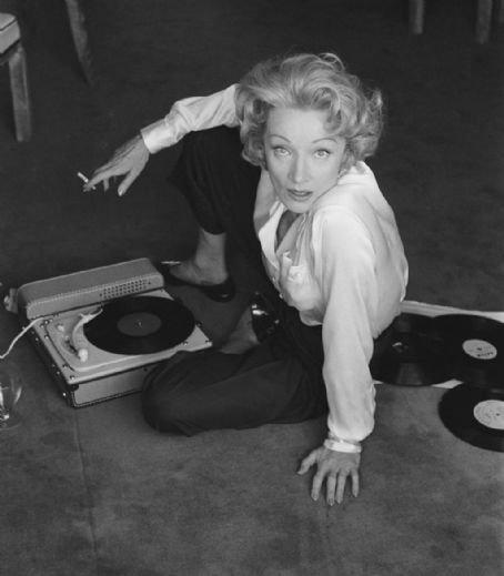 Marlène Dietrich : Marie Marie (Parole)