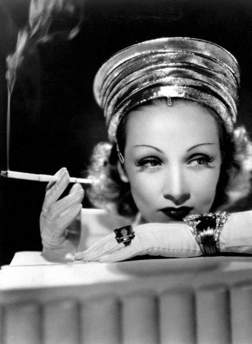 Marlène Dietrich : Elle prend ses premiers cours de théâtre