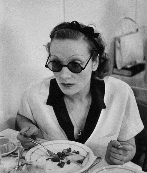 Marlène Dietrich : Cependant, au lendemain de la guerre