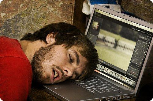 Des techniques pour rester éveillé(e) toute la nuit...
