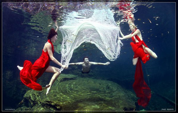 Anatoly Beloshchin : Mannequins Qui Posent Sous L'Eau
