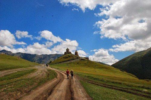 La Superbe église médiévale Hilltop en Russie