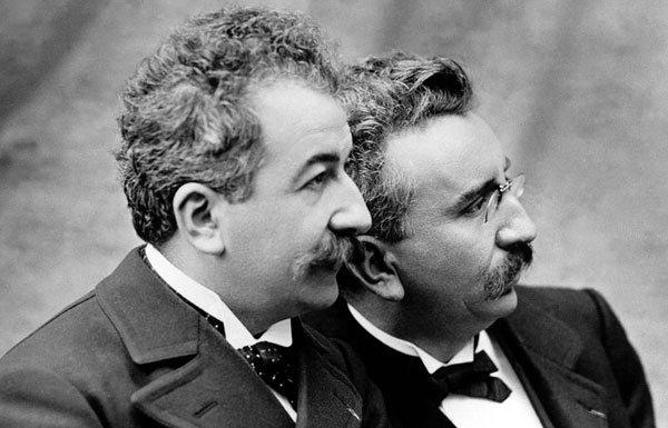 Les frères lumières ,  il y a 119 ans ...