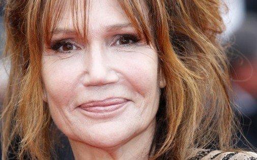 """Clémentine Célarié : 20 ans après, je ne suis toujours pas séropositive"""" : souvenez vous de son baiser avec un séropositif en 1994 lors du premier sidaction"""