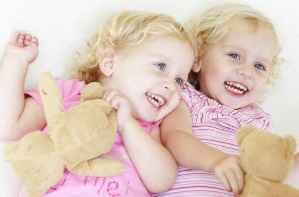Les jumeaux peuvent avoir deux pères biologiques différents