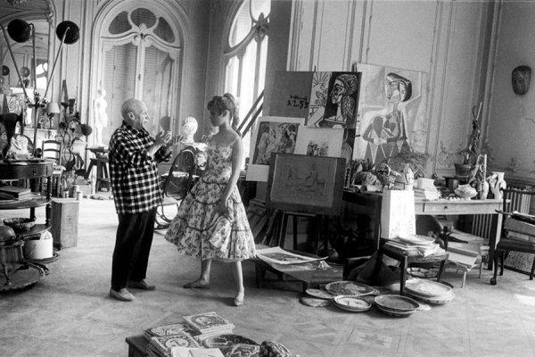 Brigitte Bardot visite Pablo Picasso à Cannes, 1956