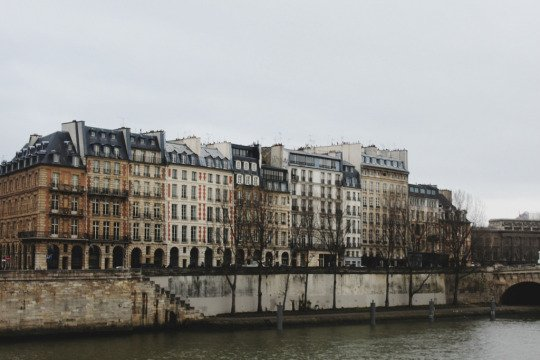 Rebecca Sather ; Paris