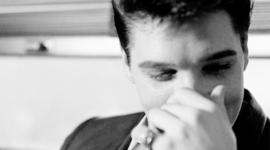 Elvis photographié lors d'une interview sur le train en Californie, le 20 Avril 1960
