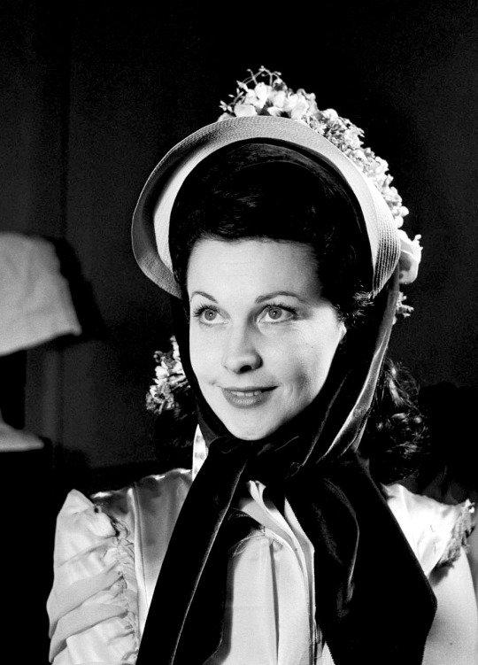 Vivien Leigh lors d'un essayage à Paris pour Anna Karénine , 1947.