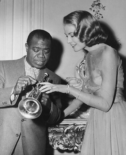 Louis Armstrong et Grace Kelly on the set of 'High Society', 1956