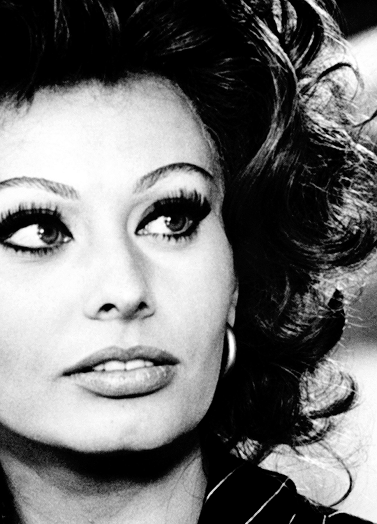 Sophia Loren dans Matrimonio all'italiana 1964.