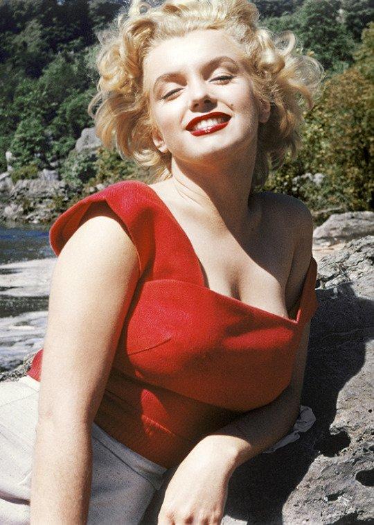Marilyn Monroe photographiée par Allan Snyder (maquillage l'artiste de Marilyn), 1952.