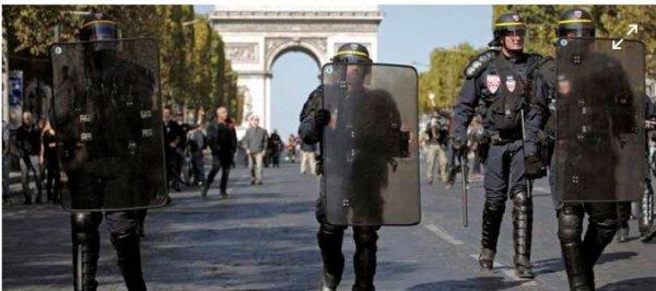 Un capitaine de police arrêté pour outrage et rébellion sur les Champs-Élysées