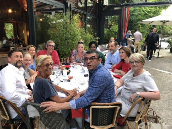 Une photo des Balkany profitant des beaux jours en terrasse indigne les internautes