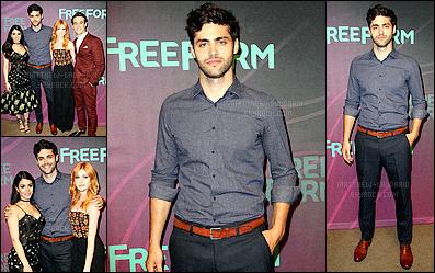 . 07/04/16 - Matthew Daddario était présent lors du« FreeForm Upfronts» dans la ville de New-York !Tout le cast de ShadowHunters s'est rendu à cet événement organisé par la chaîne FreeForm.. Matt était séduisant dans cette chemise bleu/mauve. .