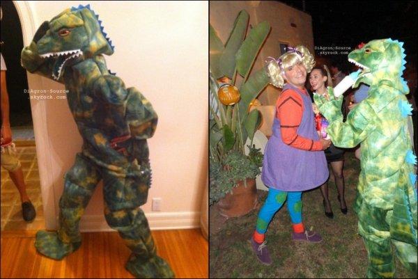 """30 Octobre ♦  Dianna fête Halloween déguisée en Reptar, le dinosaure du fameux dessin animé """" Les Razmoket"""""""