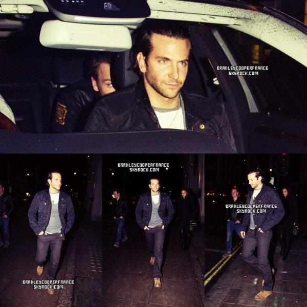 24/05/2013 - Bradley en sortie nocturne dans les rues de Londres ♥    Il était en compagnie d'un ami, qui n'est autre que l'acteur britannique Michael Fassbender