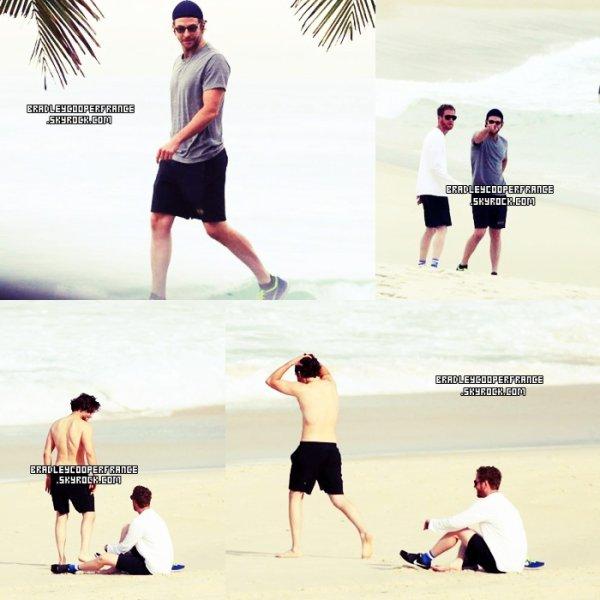 29/05/13 - Bradley sur une des plages de Rio ♥    Accompagné d'un ami