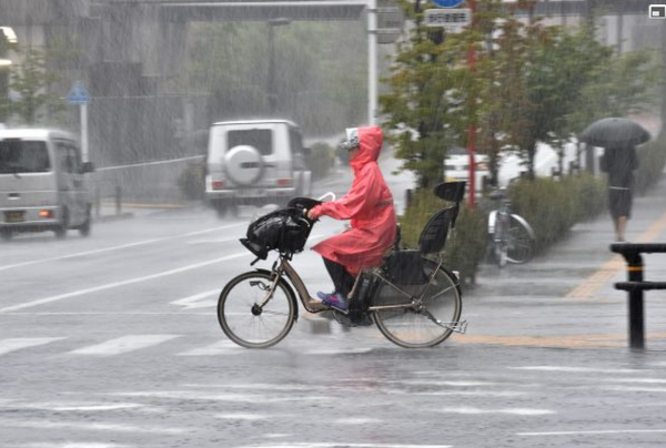 Le puissant typhon Phanfone balaie Tokyo