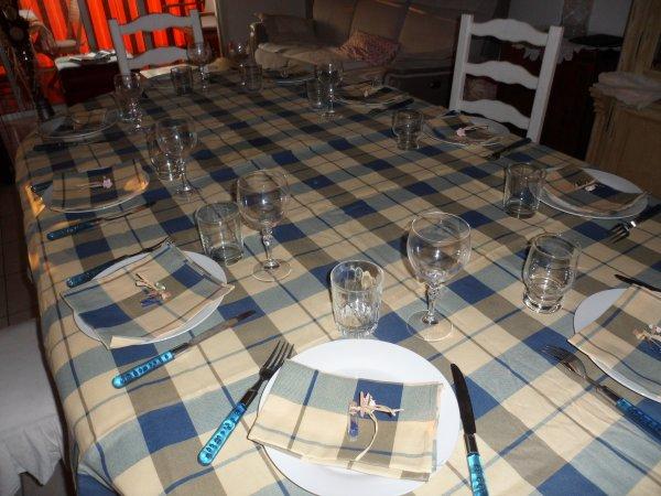 TABLE POUR REPAS ENTRE AMIS