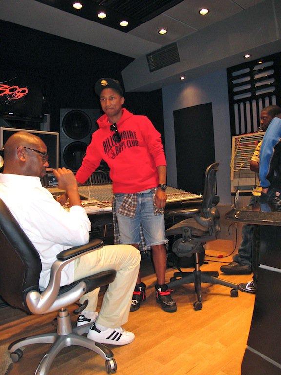 Pharrell - Studio avec Andre Harrell - Miami, FL - 2 décembre 2011