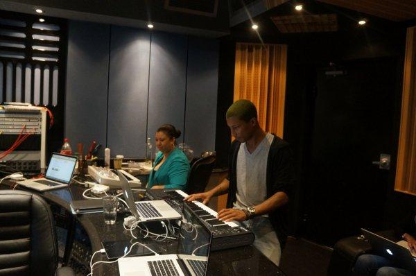 Pharrell en studio pour Astro - 9 mars 2012