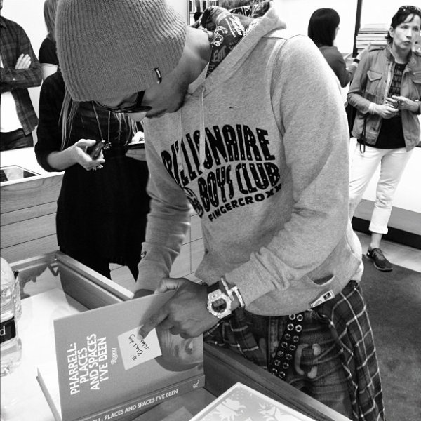 Pharrell - Séance de dédicaces Places & Spaces I've Been @Bookmarc - Los Angeles - 27 octobre 2012