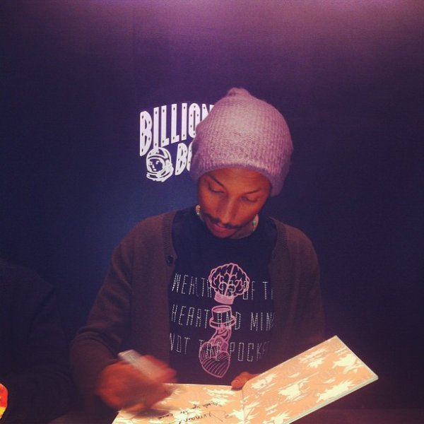 Pharrell - Séance de dédicaces Places & Spaces I've Been @BBC Store - NYC - 7 novembre 2012