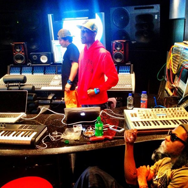 Pharrell en studio avec Cash Out - Circle House Studio, Miami - 13 janvier 2013