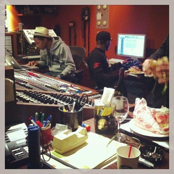 Pharrell en studio avec ... - Hollywood - 14 février 2013