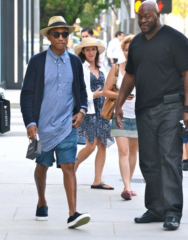 Pharrell - Shopping chez Chanel - Beverly Hills - 29 août 2013