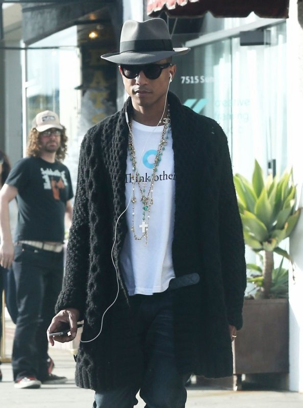 Pharrell - Shopping à Hollywood - Sunset Boulevard - 17 décembre 2013