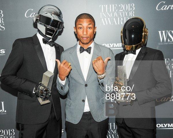 Pharrell avec Daft Punk, Nile Rodgers & Stevie Wonder sur la scène des Grammy Awards