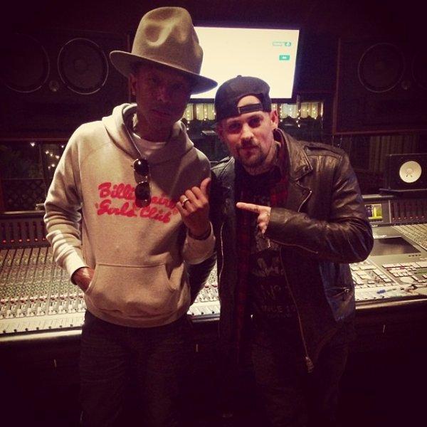 Pharrell en studio avec ... - 11 février 2014