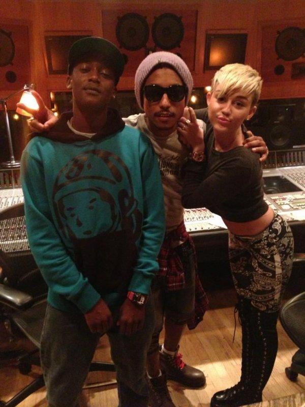 Buddy - Smoke Signals (Feat. Miley Cyrus) (Prod. Pharrell)