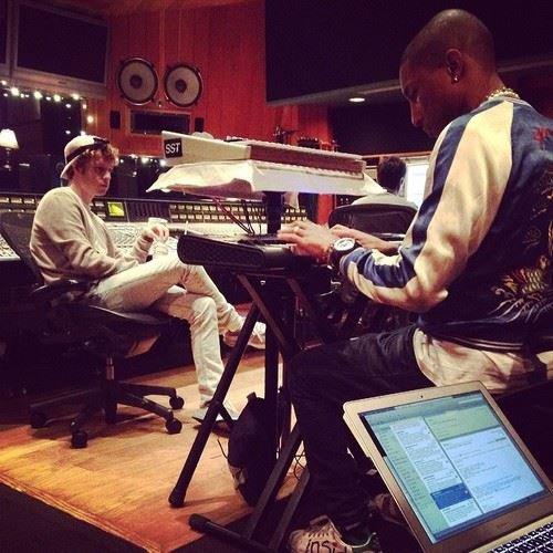 Pharrell en studio avec ... 28 février 2014