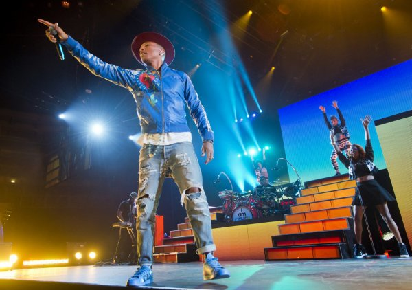 Pharrell and The Baes - The Dear G  I  R  L Tour - O2 Arena - Prague - 17 septembre 2014
